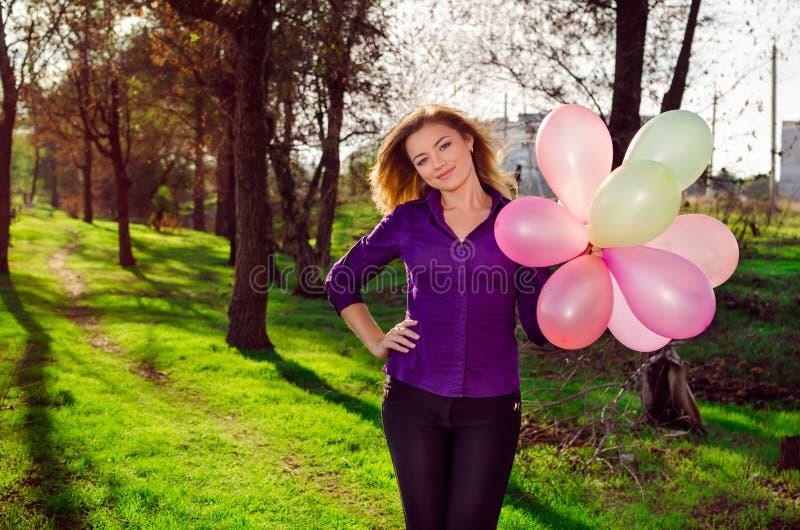 Meisje met ballons. stock fotografie