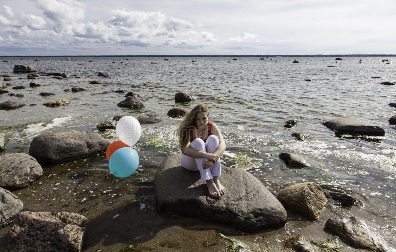 Meisje met ballons stock fotografie