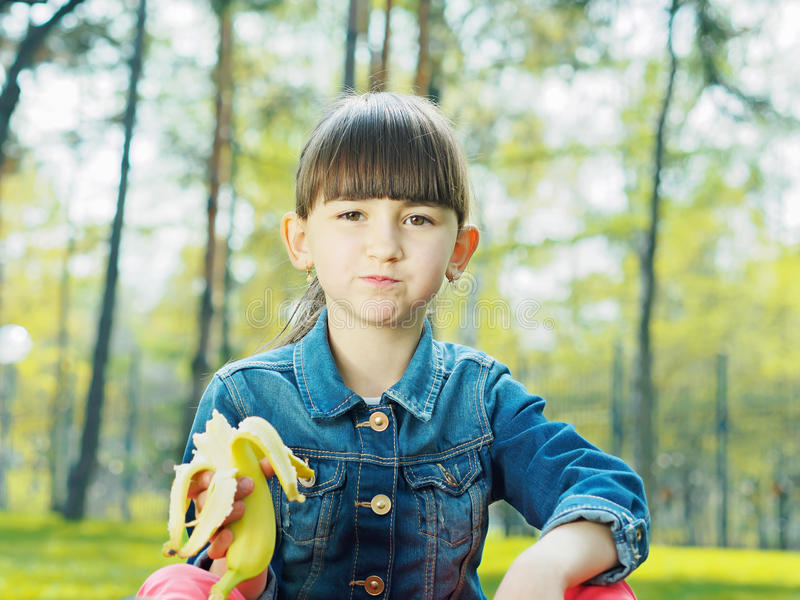 Meisje met banaan royalty-vrije stock foto