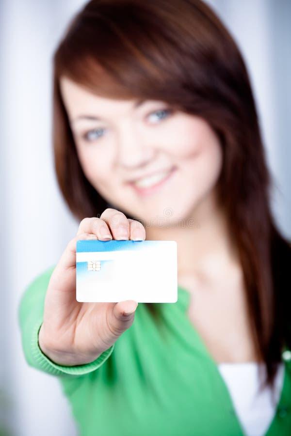Meisje met bankkaart stock foto's