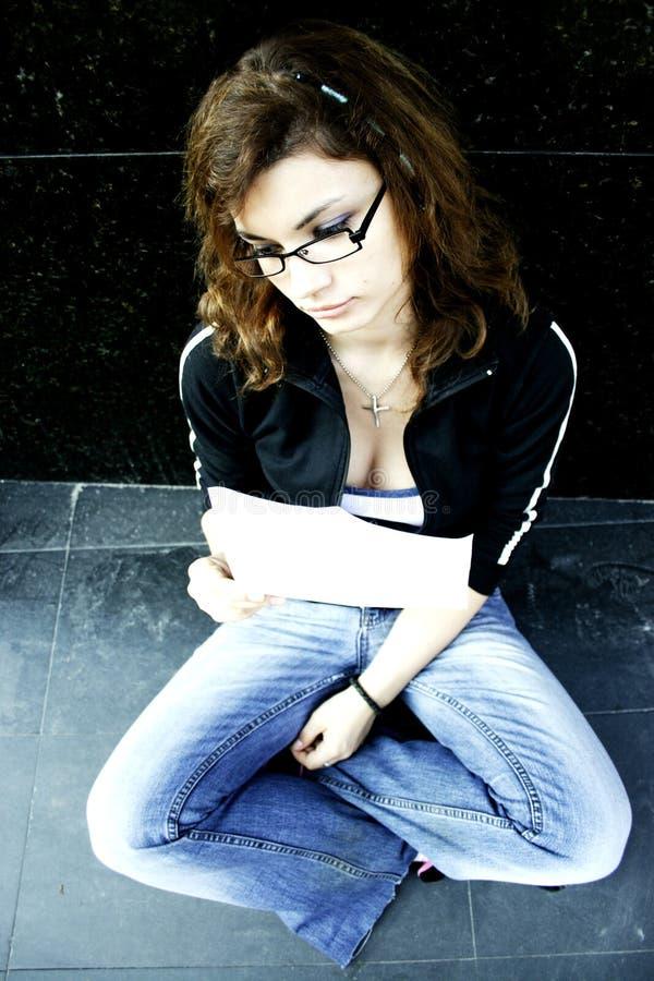 Meisje met bankverklaring stock afbeeldingen