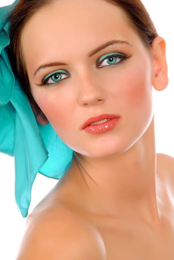 Meisje met blauwe boog in haar royalty-vrije stock afbeeldingen
