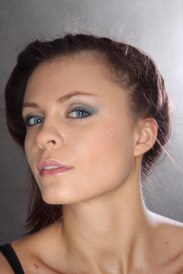 Meisje met blauwe ogen stock fotografie
