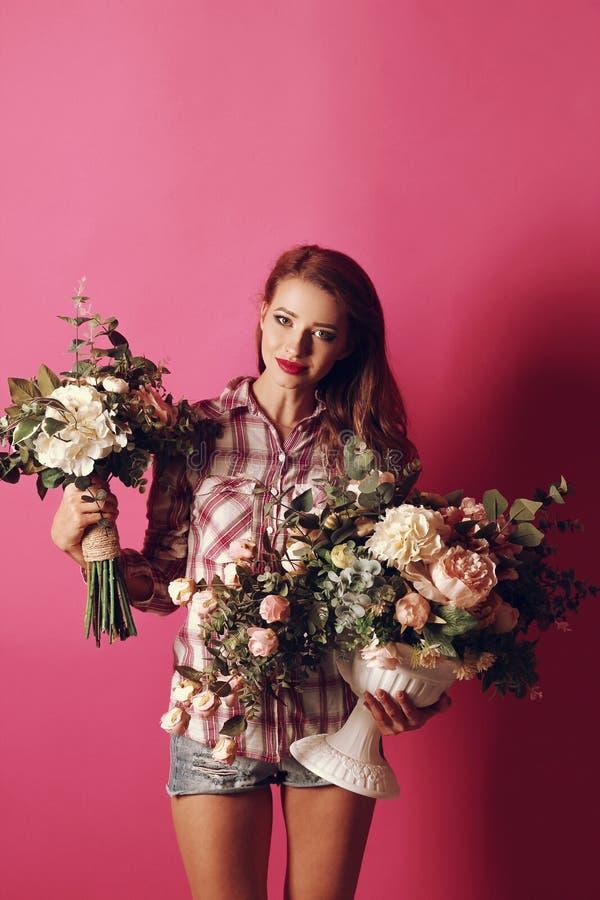 Meisje met bloemen royalty-vrije stock foto