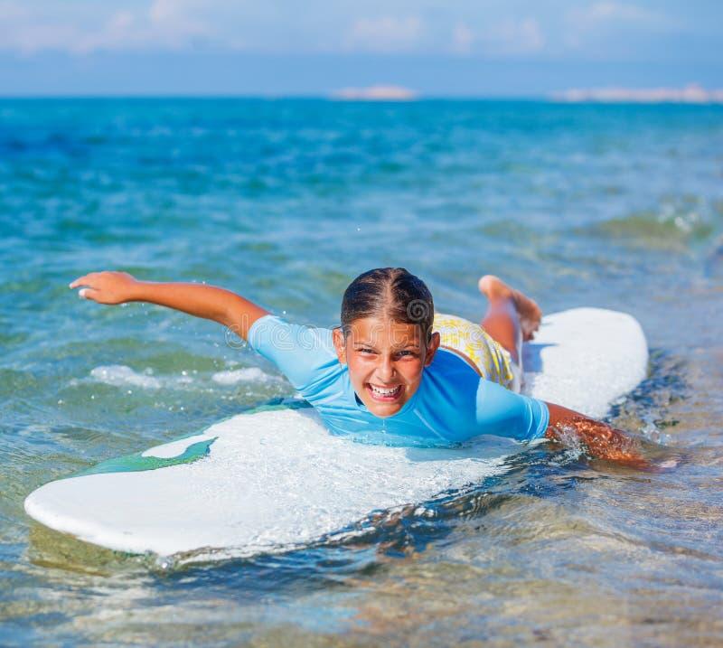 Download Meisje met branding stock afbeelding. Afbeelding bestaande uit summer - 54089709