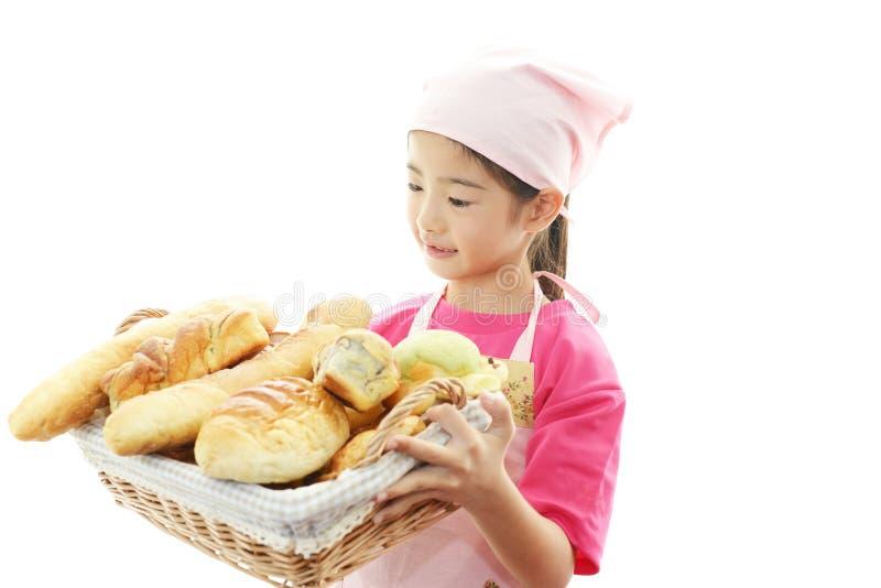 Meisje met brood royalty-vrije stock afbeelding