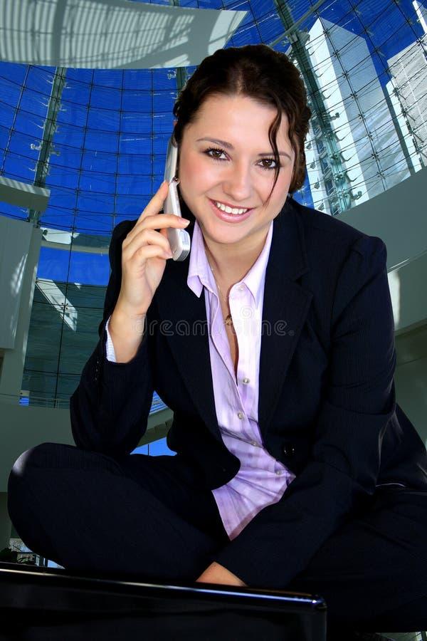 Meisje met celtelefoon royalty-vrije stock afbeeldingen
