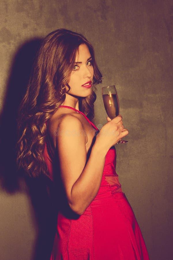 Meisje met champagne royalty-vrije stock afbeelding