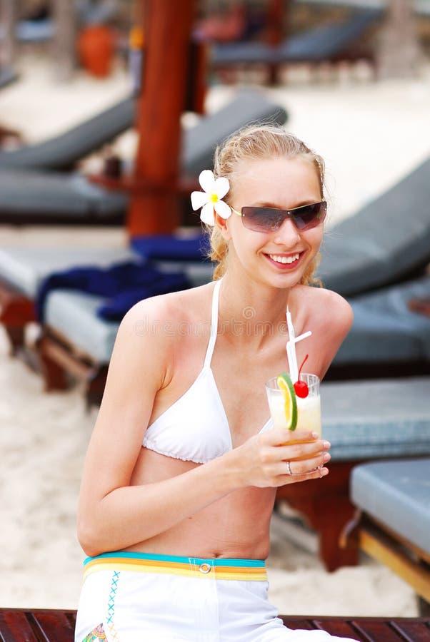 Meisje met cocktail stock fotografie