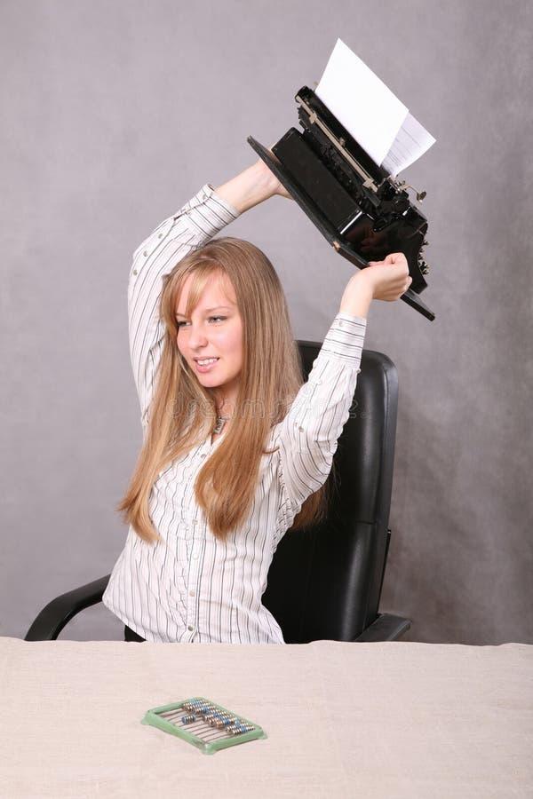 Meisje met de schrijfmachine royalty-vrije stock fotografie