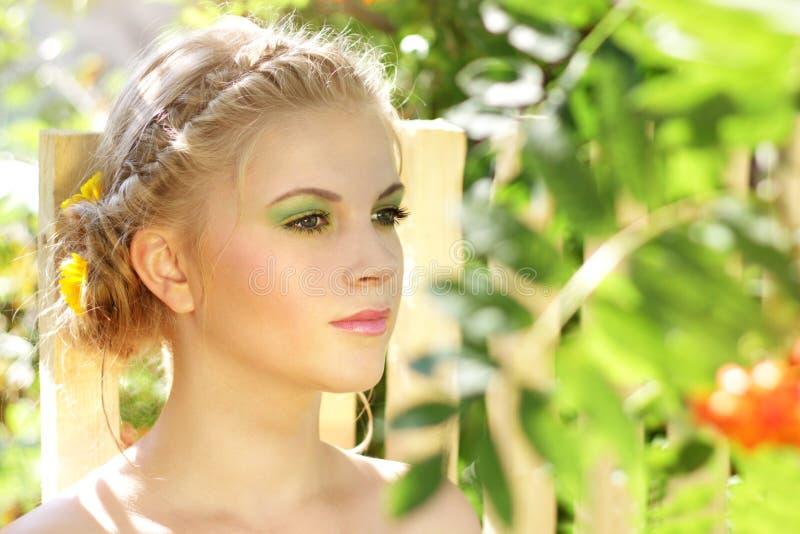 meisje met de zomersamenstelling royalty-vrije stock fotografie