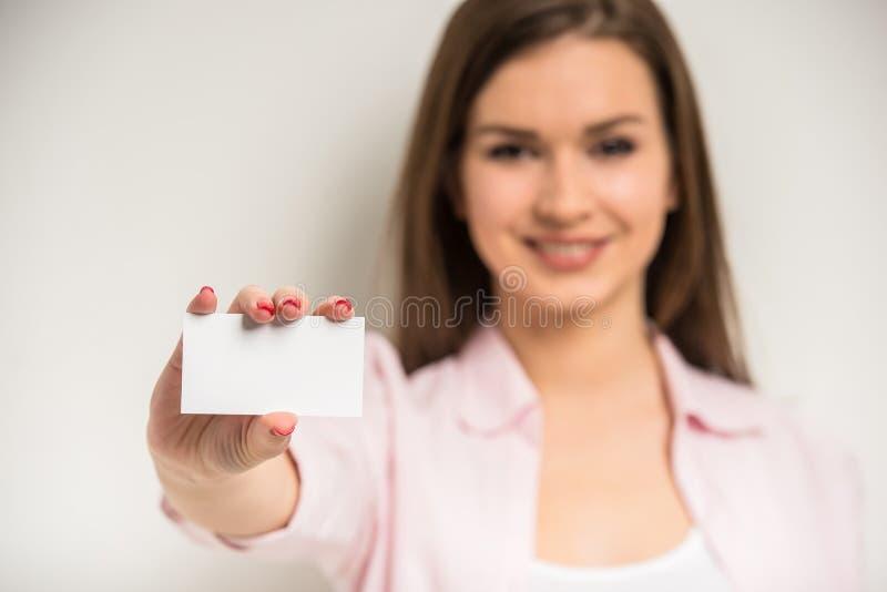 Meisje met een adreskaartje royalty-vrije stock fotografie