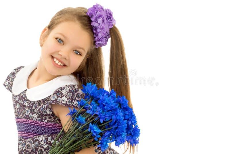 Meisje met een boeket van bloemen royalty-vrije stock fotografie
