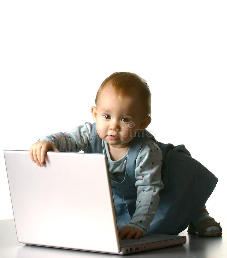 Meisje met een computer stock fotografie
