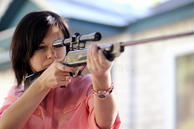 Meisje met een geweer stock foto
