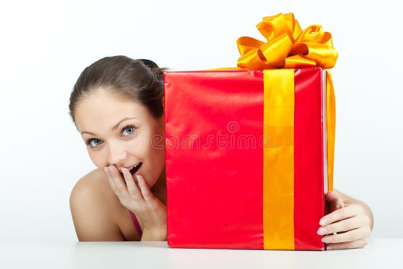 Meisje met een gift royalty-vrije stock foto