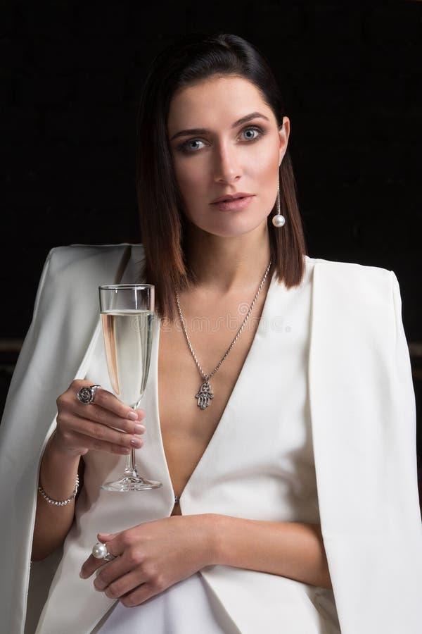 Meisje met een glas champagne royalty-vrije stock afbeelding