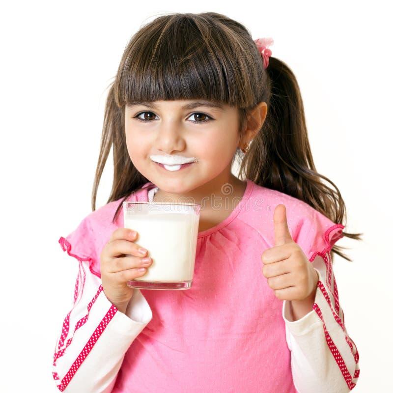Meisje met een glas melk royalty-vrije stock foto's