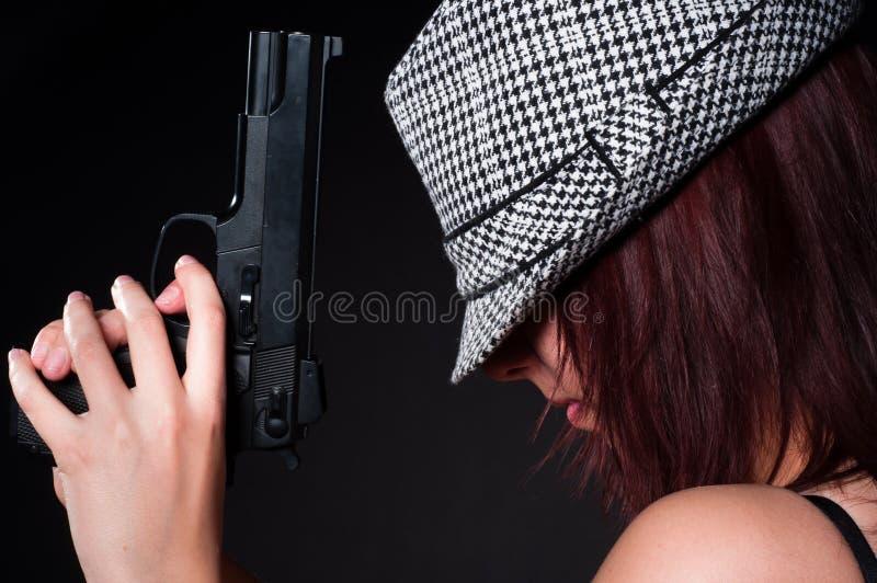 Meisje met een groot pistool stock foto's