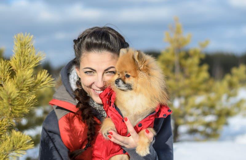 Meisje met een huisdier royalty-vrije stock afbeelding