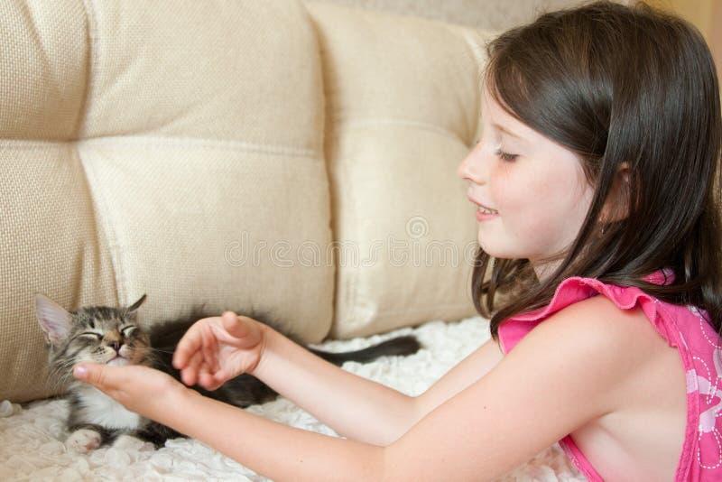 Meisje met een kat royalty-vrije stock foto's