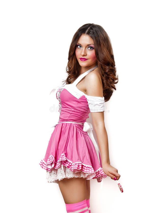 Meisje met een lolly in haar hand en roze kleding