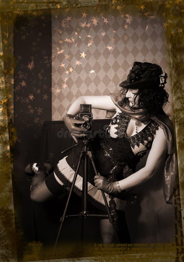 Meisje met een oude camera royalty-vrije stock fotografie