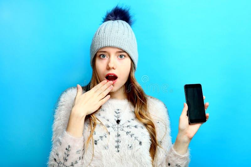 Meisje met een smartphone royalty-vrije stock foto's