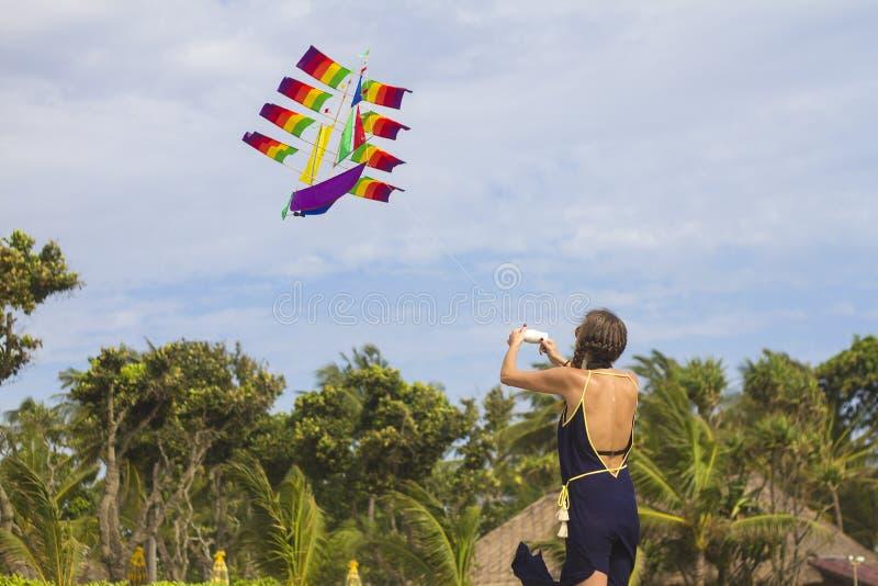 Meisje met een vlieger royalty-vrije stock foto