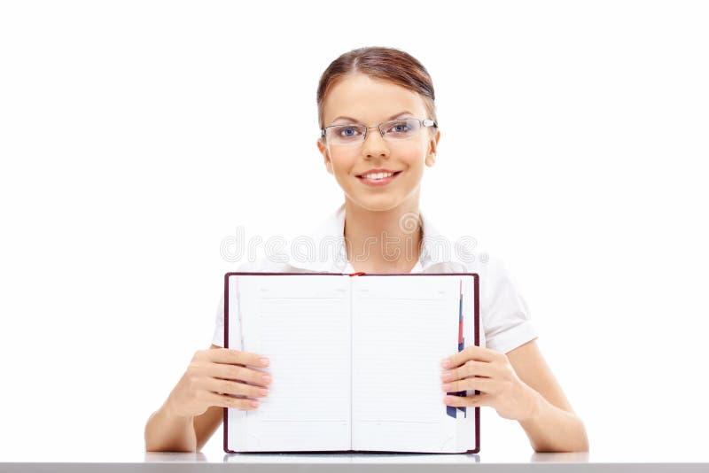 Meisje met een wekelijks dagboek stock afbeeldingen