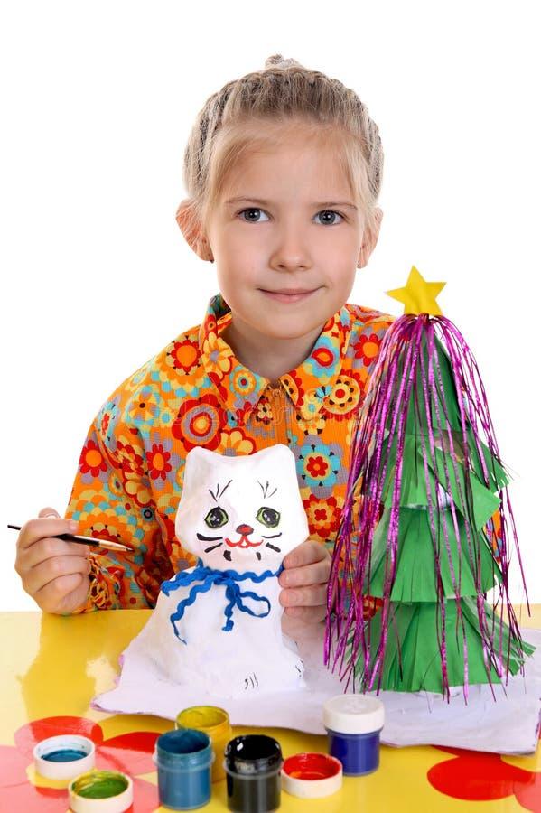 Meisje met eigengemaakt speelgoed royalty-vrije stock fotografie
