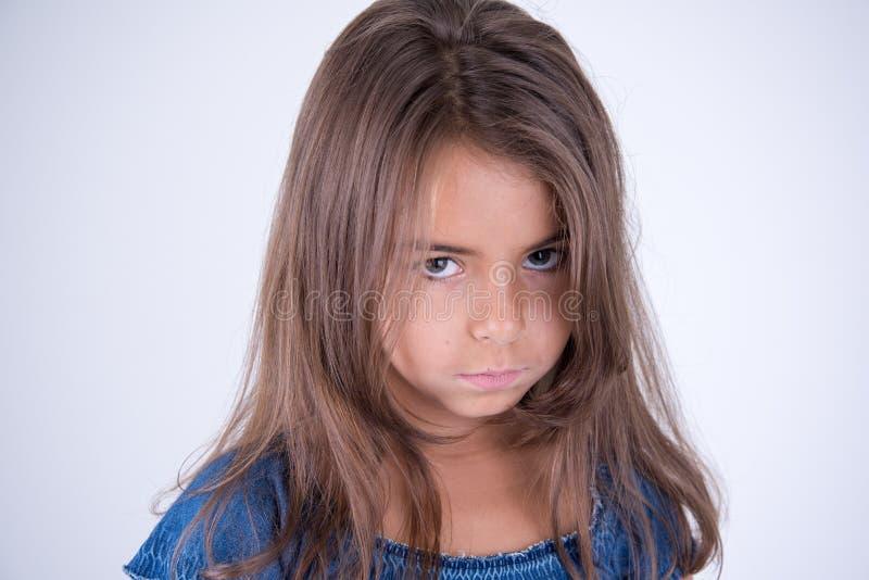 Meisje met ernstige blik stock fotografie