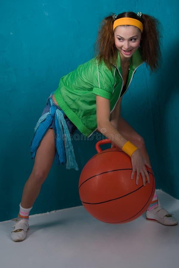 Meisje met fitbal stock foto's