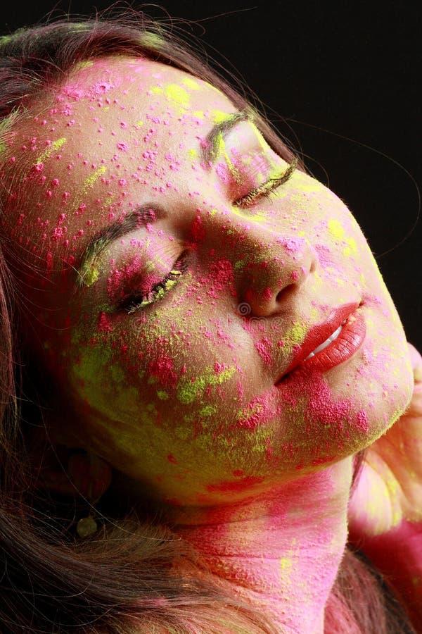 Meisje met gekleurd poeder stock afbeeldingen