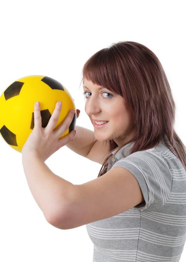 Download Meisje met gele bal stock foto. Afbeelding bestaande uit sportswoman - 10782650