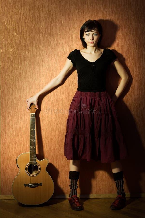 Meisje met gitaar stock afbeeldingen