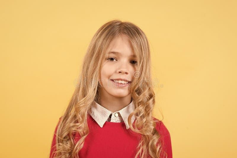 Meisje met glimlach op mooi gezicht royalty-vrije stock fotografie