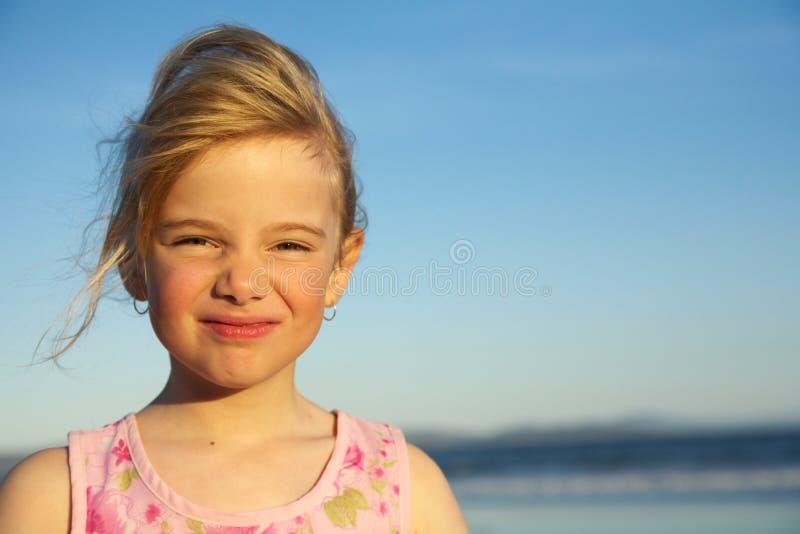 Meisje met grappige uitdrukking royalty-vrije stock foto's