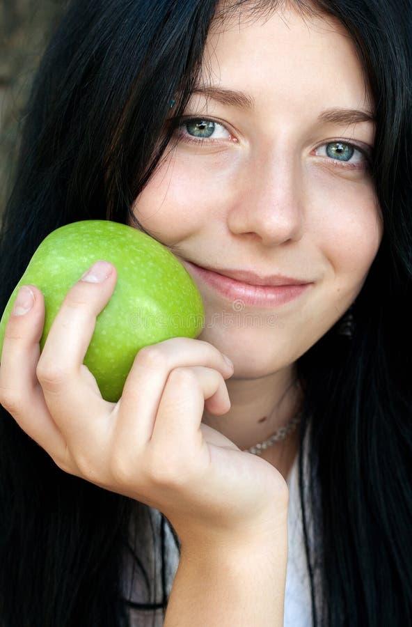 Meisje met groene appel stock fotografie