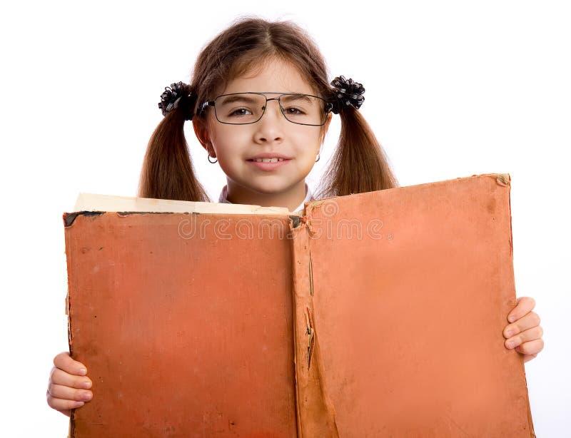 Meisje met groot boek stock afbeeldingen