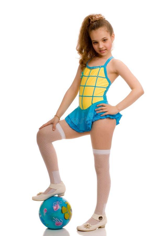 Meisje met gymnastiek- bal royalty-vrije stock afbeeldingen