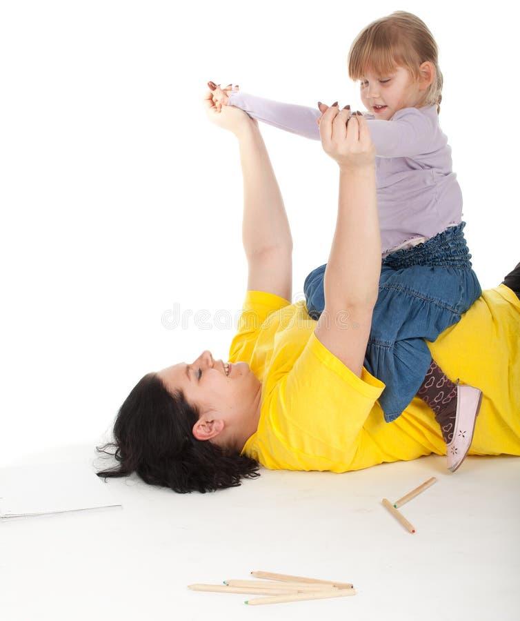 Meisje met haar vette moeder stock foto