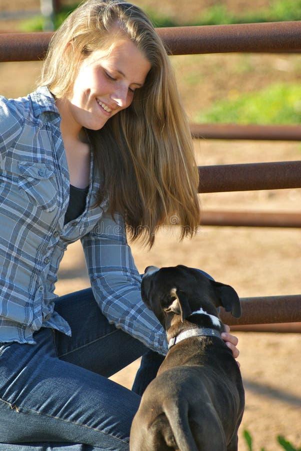 Meisje met hond royalty-vrije stock foto's