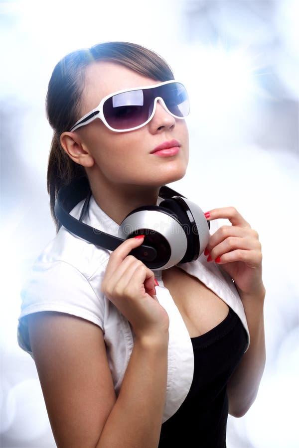 Meisje met hoofdtelefoons stock afbeelding