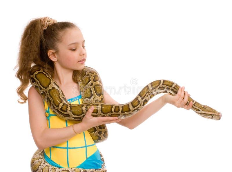Meisje met huisdierenpython stock fotografie