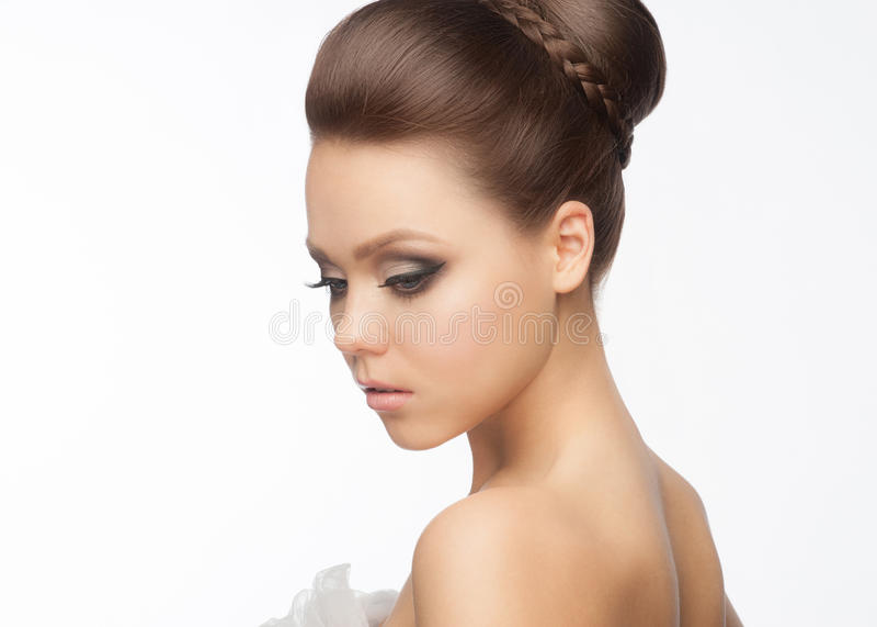 Meisje met kapsel en make-up royalty-vrije stock afbeeldingen
