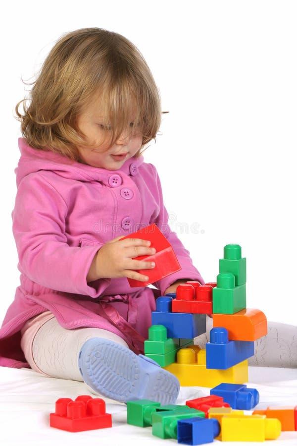 Meisje met kleurrijke blokken royalty-vrije stock foto
