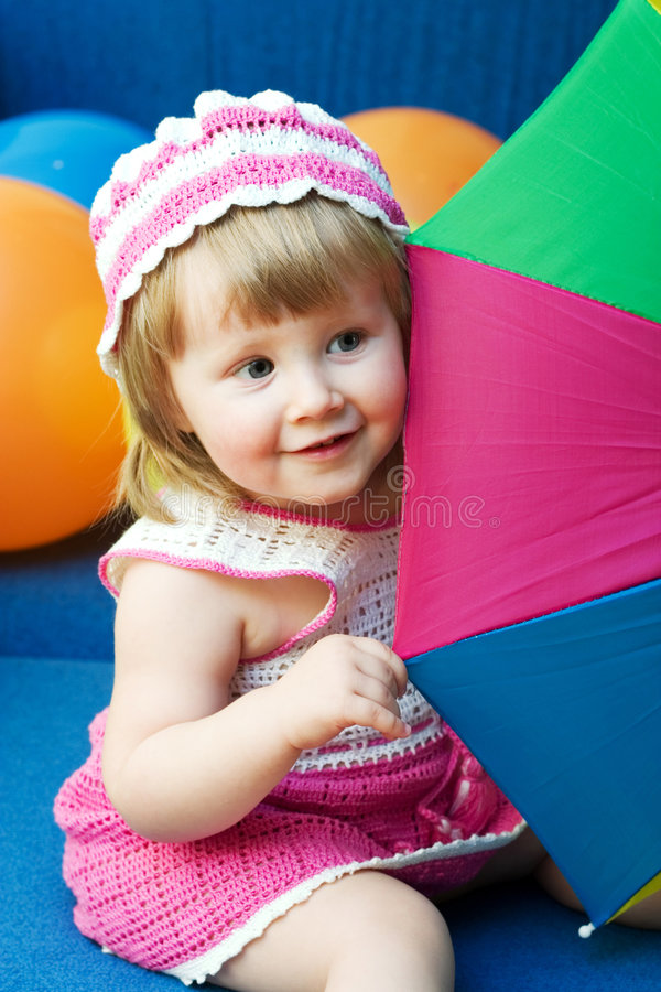 Meisje met kleurrijke paraplu stock fotografie