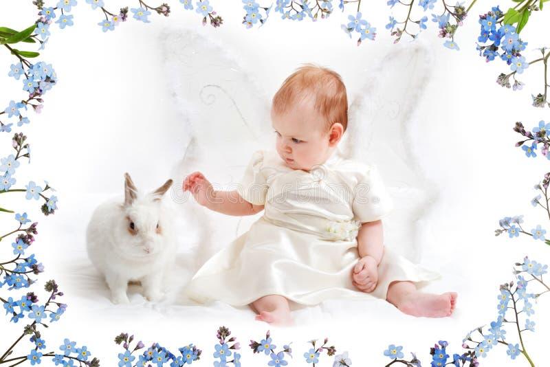Meisje met konijntje stock afbeelding