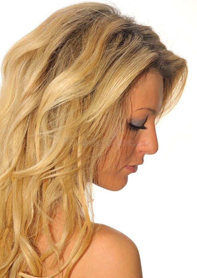 Meisje met lang blond haarprofiel royalty-vrije stock foto's
